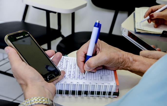 FAS abre inscrições para curso de smartphone para idosos