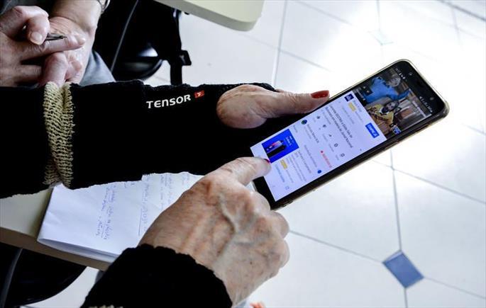 FAS convoca idosos para curso de smartphone