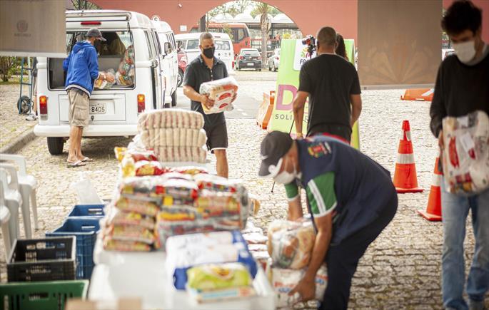 Campanha arrecada 145 toneladas de alimentos e 36 mil peças de roupas